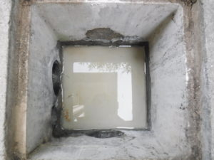 修理後水がたまるようになった雨水会所