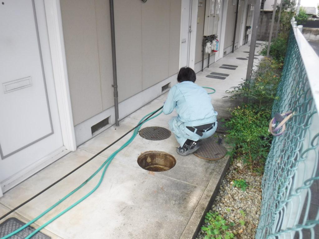 屋外下水管の高圧洗浄清掃作業