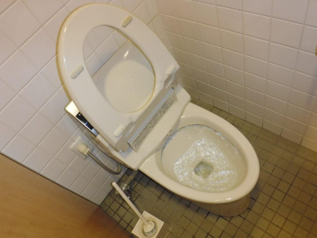 豊中市でのトイレつまり解消作業前