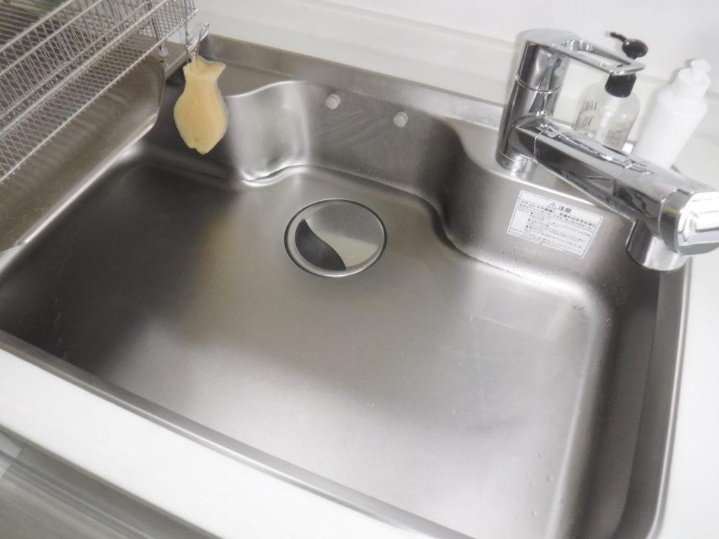 池田市にてキッチンが詰まりかけとのことで清掃業者のお仕事をさせていただきました