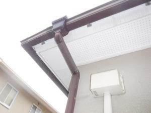 雨樋の高圧洗浄清掃作業