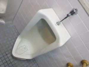 小便器がつまり水が流れなくなり溢れそうです