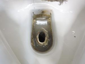 小便器排水口部分の汚れの付着