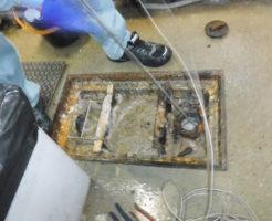 大阪のラーメン屋さん厨房の配管詰まりで高圧洗浄清掃中