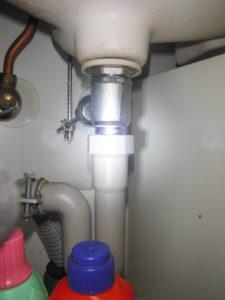 取り換え前排水パイプ