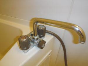 バスシャワー水栓水道水漏れ修理前