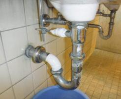 トイレの洗面器の水漏れと部品の故障