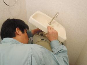 池田市トイレ水道水漏れ修理中