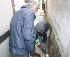 兵庫県芦屋市での汚水桝、雨水会所の劣化修理作業中