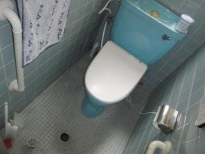 キッチンと洗濯機の水を流すとトイレの土間排水で汚水が逆流