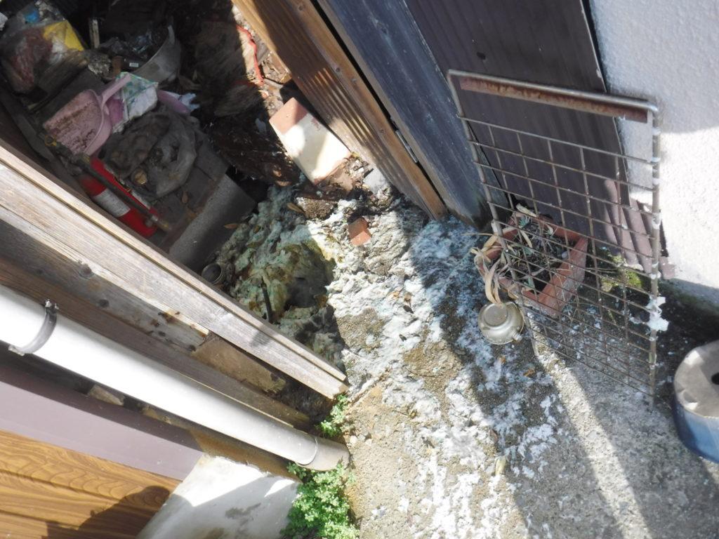 池田市でのトイレつまりのため屋外で汚物が逆流の修理前
