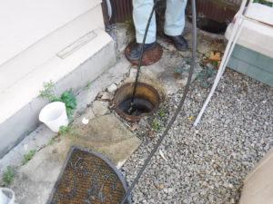 池田市でのトイレつまり修理のため高圧洗浄で排水管清掃作業