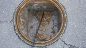 排水管から詰まっていた汚物などが出てきました