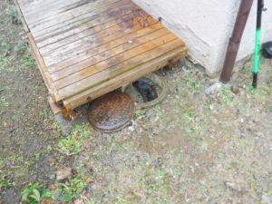 地面に溢れた汚水もお掃除して清掃作業完了