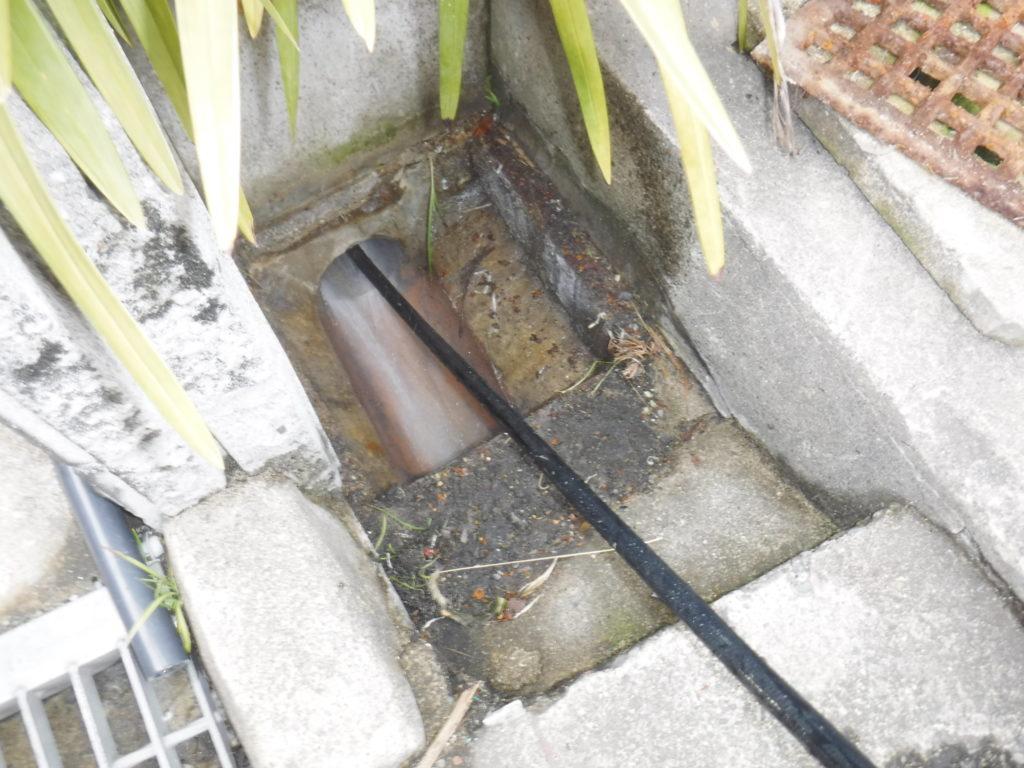 大阪市生野区でのトイレつまり排水管、高圧洗浄清掃詰まり解消作業中
