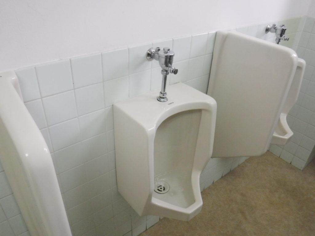 大阪府吹田市でのトイレつまり修理、小便器配管掃除
