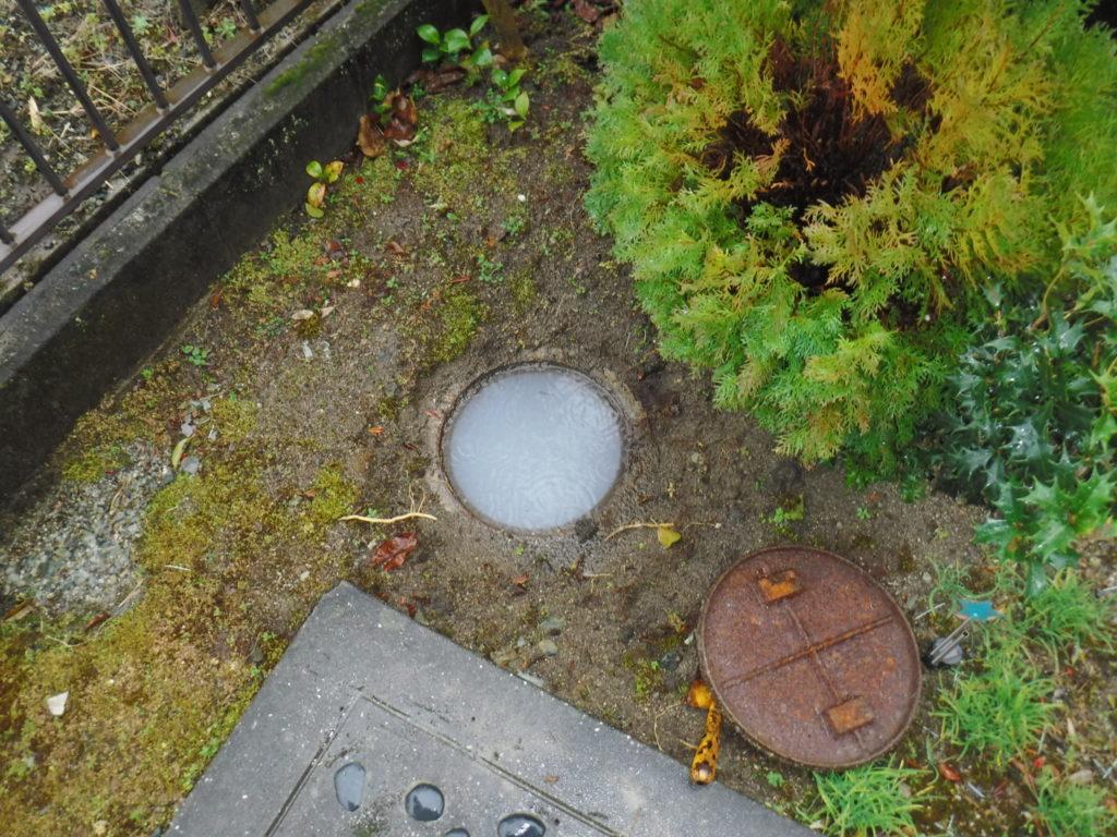 家の外の下水が詰まってしまいそのためにお家の配管から水が逆流してゴポゴポと音がしていたようです