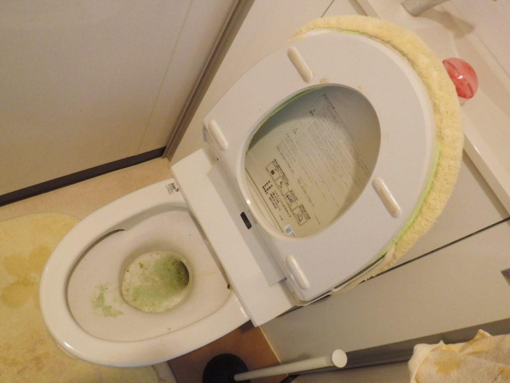 大阪でのトイレ詰まり原因解消/物を便器に落として流してしまった