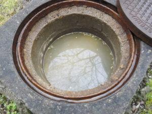 汚水で詰まっているマス2