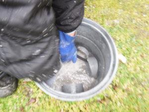 生活雑排水管、マスの高圧洗浄清掃後マス掃除