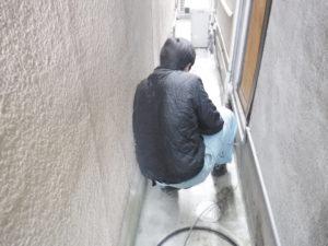 配管の高圧洗浄作業中