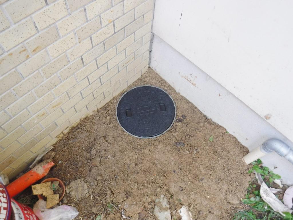 配管に穴が開いた場所のマス取付