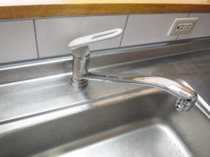 キッチンシングルレバー水栓取替交換前