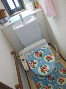 トイレの悪臭調査中