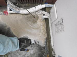 家の外から高圧洗浄で排水管の洗浄
