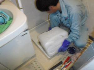 洗濯機の排水薬剤清掃中