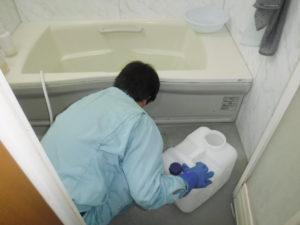 風呂排水溝掃除中