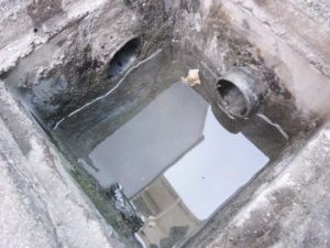 劣化穴埋め後水が溜まるように
