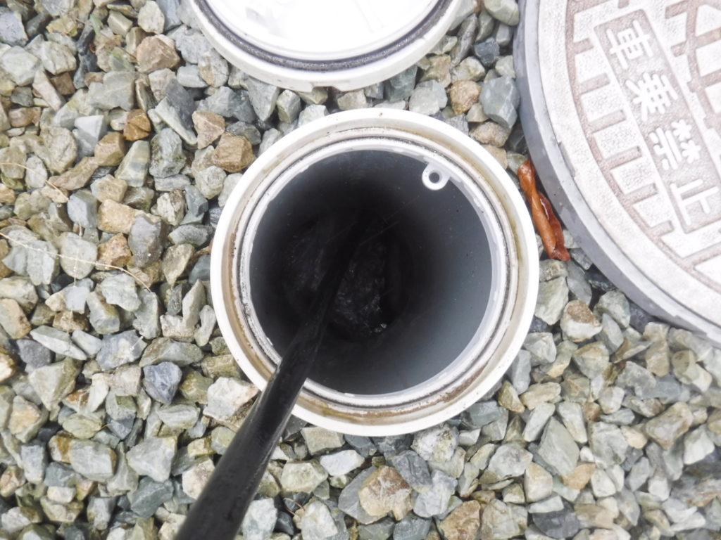 排水管の高圧洗浄作業の様子