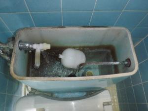 トイレタンクの部品を交換作業にて修理完了