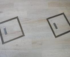 部屋内から悪臭がする床ハッチの下にはマンホールが設置されていました