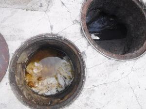 たまたま詰まっていた汚物のつまり解消作業前