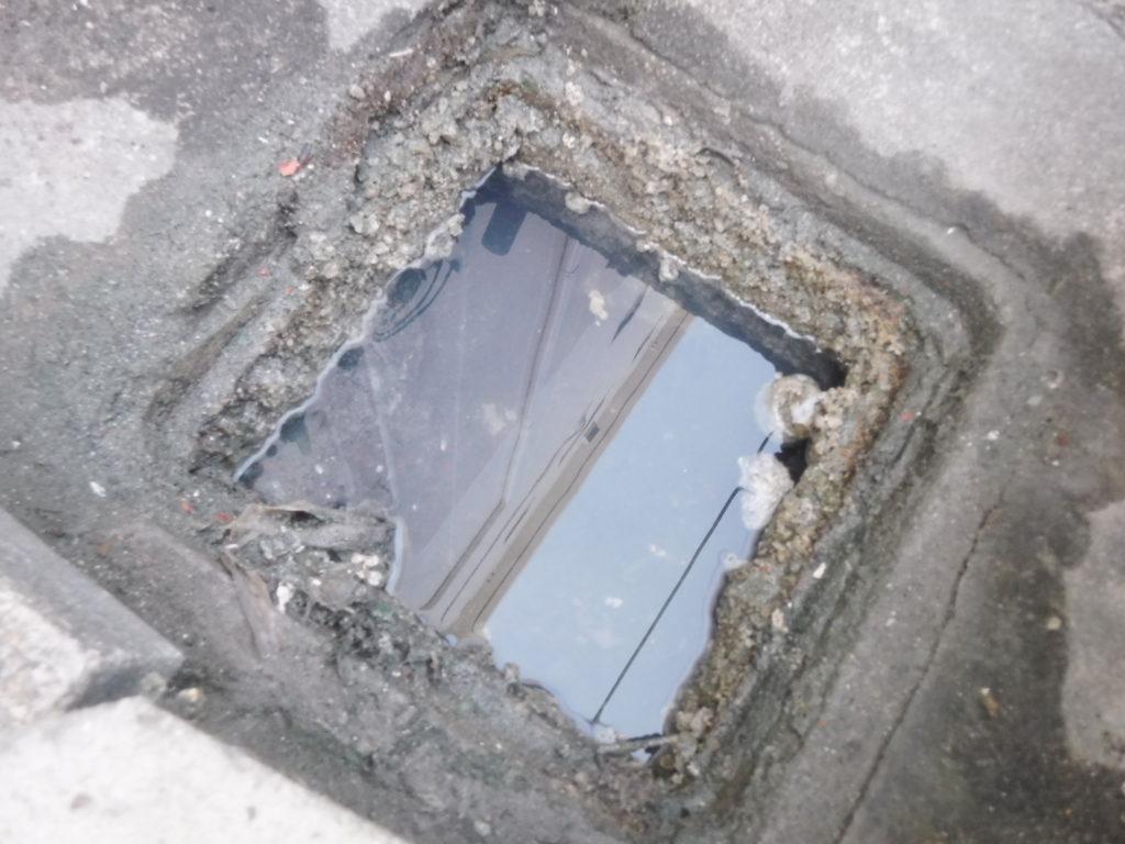 排水管が詰まり会所マスから水が流れない状態