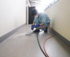 屋外排水管の高圧洗浄清掃作業の様子